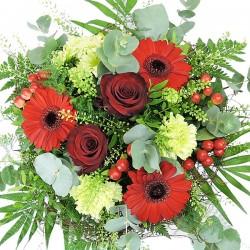 rot-grüner Blumenstrauss mit roten Rosen