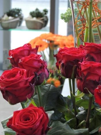 Rote blumen myflower gerne beraten wir sie bei ihrer wahl und wnschen ihnen viel liebe und romantik mit roten blumen thecheapjerseys Images